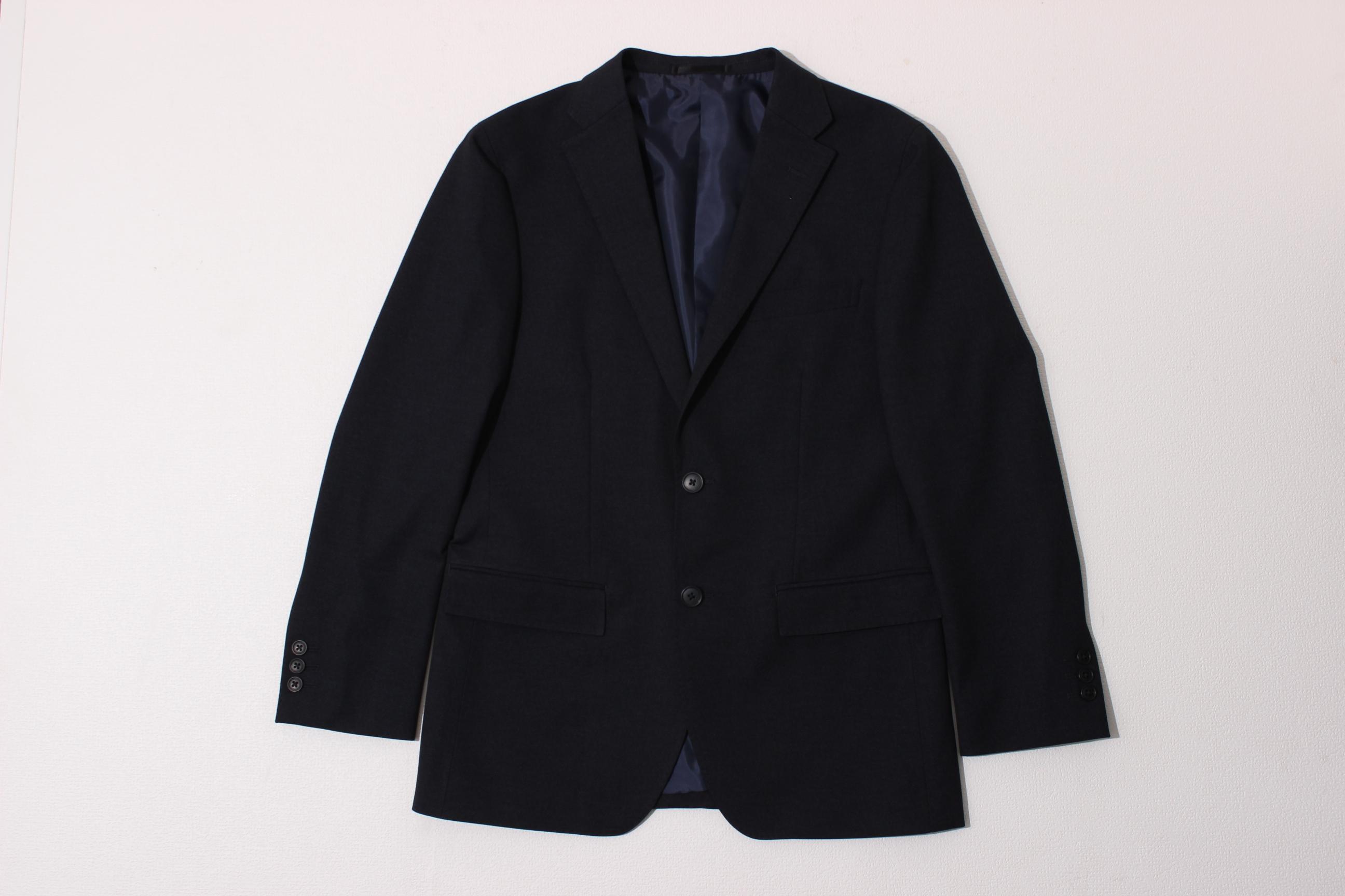 シックなカラーのジャケット